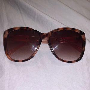 3/$14 OR 4/$17!! Jones New York sunglasses!